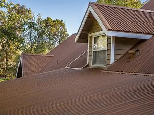 painted-metal-roof-panels-that-look-rusted